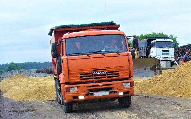 доставка песка автомашиной КАМАЗ 25т.